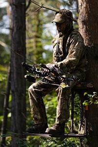 Bogenjäger auf Treestand